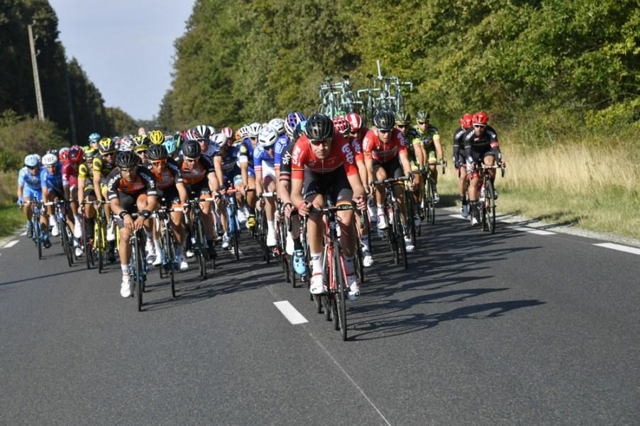 Paris-Tours 2016 - 09/10/2016 - Dreux / Tours (252,5 km) - Le peloton en chasse des échappés