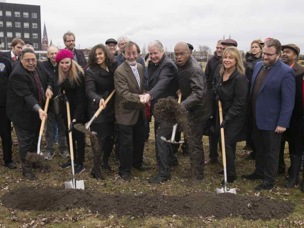 636209444975225986-Dale-Hughes-Charlie-Edwards-Susan-Tait-David-Miller-Councilwoman-Mary-Sheffield-Maurice-Cox-break-ground-2