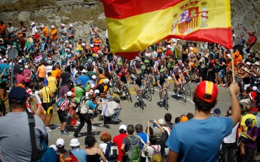 Estacion de Valdezcaray - Spain - wielrennen - cycling - radsport - cyclisme - illustration peloton in the mountains  pictured during stage 4 of the Vuelta Espana 2012- Barakaldo > Estacion de Valdezcaray - foto Sabine Jacob/Cor Vos ©2012