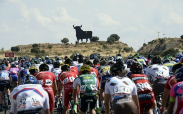 The peloton rolls past The Osborne bull, which is regarded as the unofficial national symbol of Spain. Photo: Graham Watson | VeloNews.com