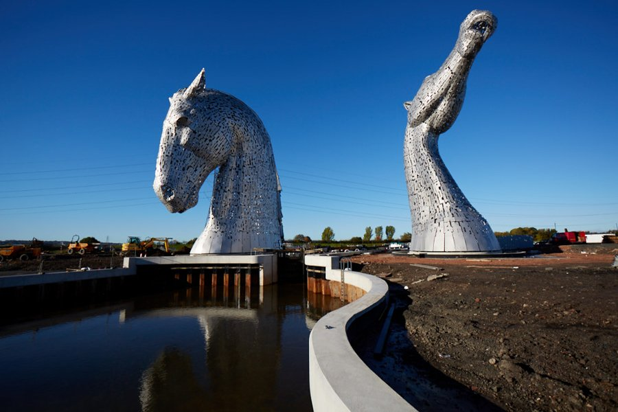 Hideaway Bed Giant Horse Head Sculptures Tower Over Scottish Skyline