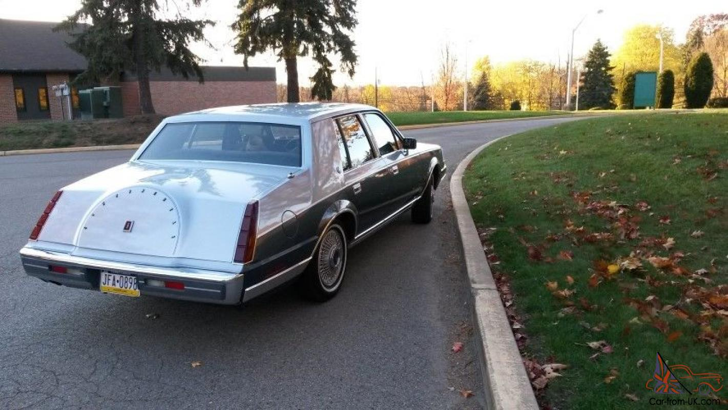 Baby Car Capsule For Sale All Original 1985 Lincoln Continental Very Good Condition