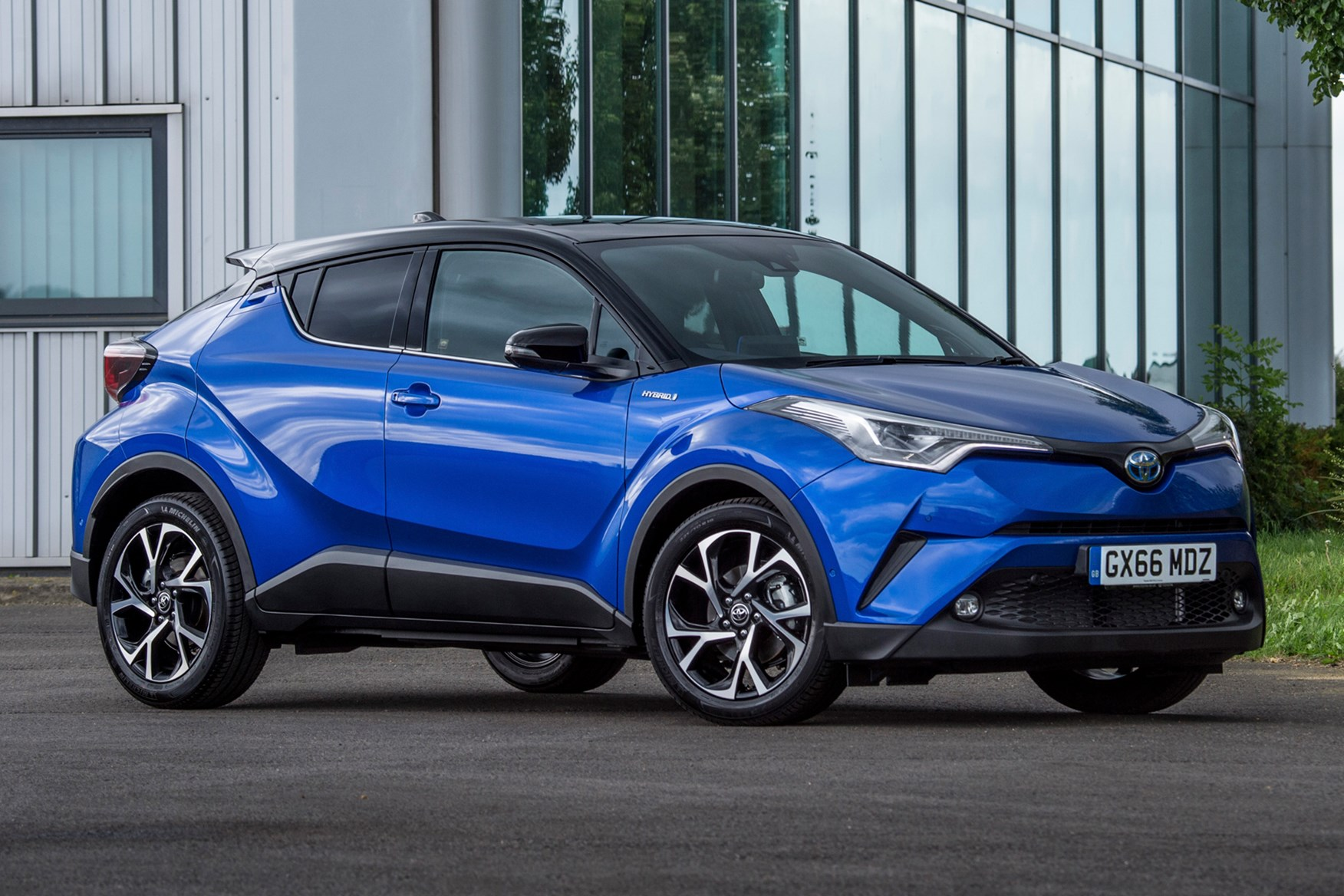 Hybrid Cars 2017 Uk Four Out Of Ten Toyota Cars In The Uk Are Now Hybrids