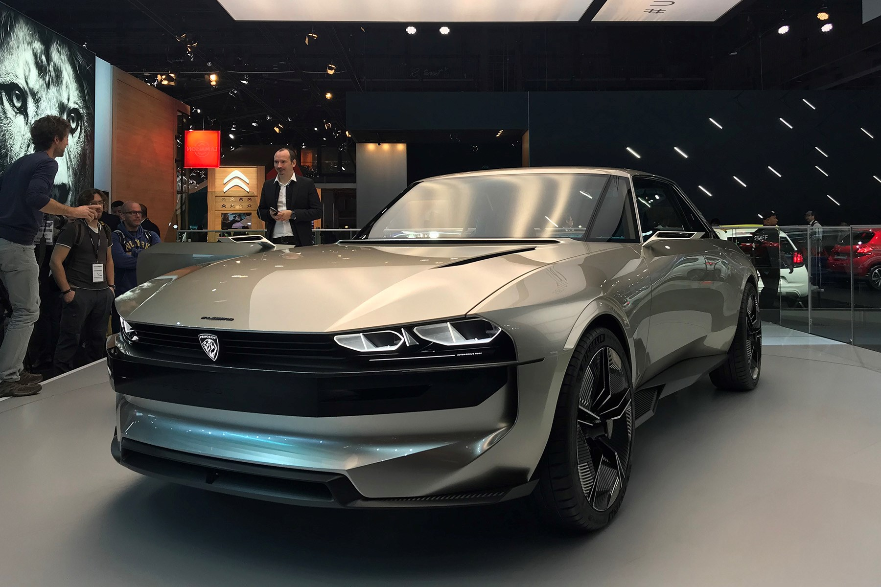 Garage Peugeot Paris Peugeot E Legend Concept Debuts In Paris Car Magazine