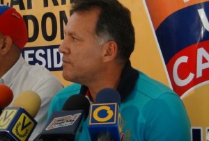 Former Mayor of San Cristóbal, William Mendez. He's supported by OPINA, Poder Laboral and Procomunidad.