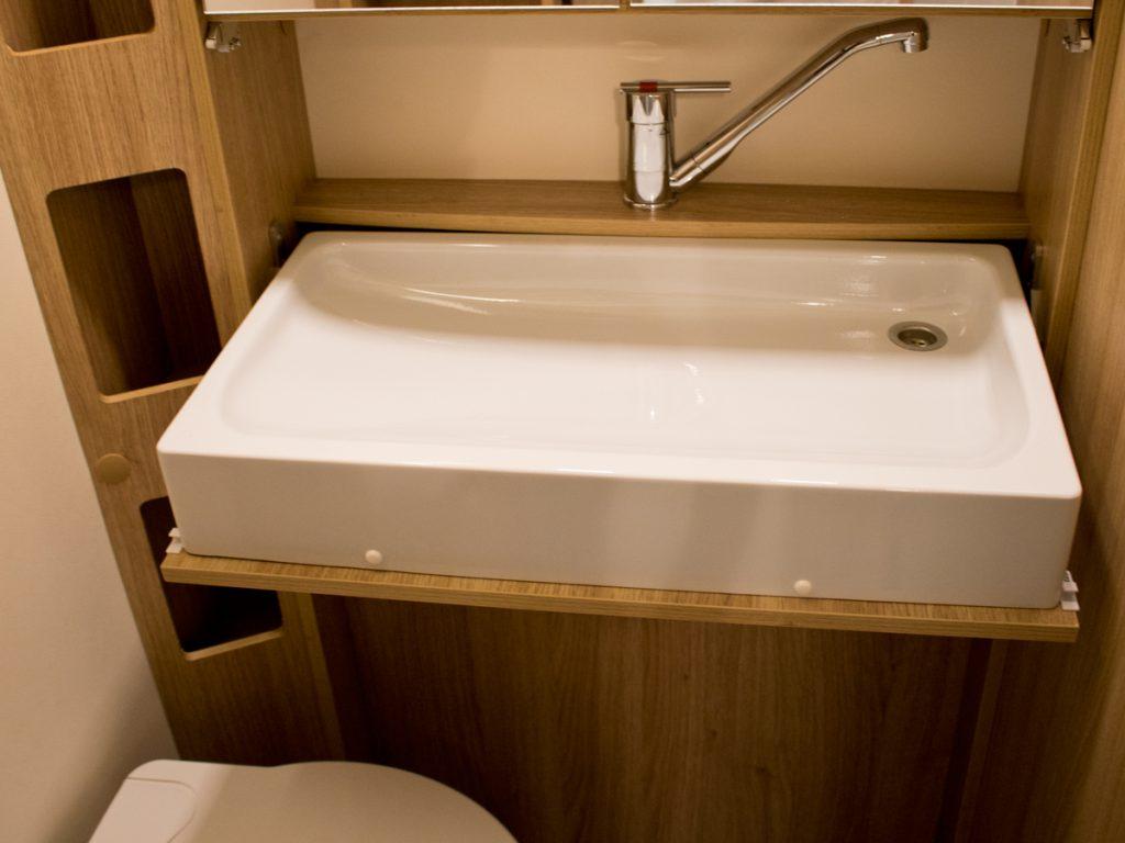 Lavabo bagno per camper bagno completo con doccia boiserie in