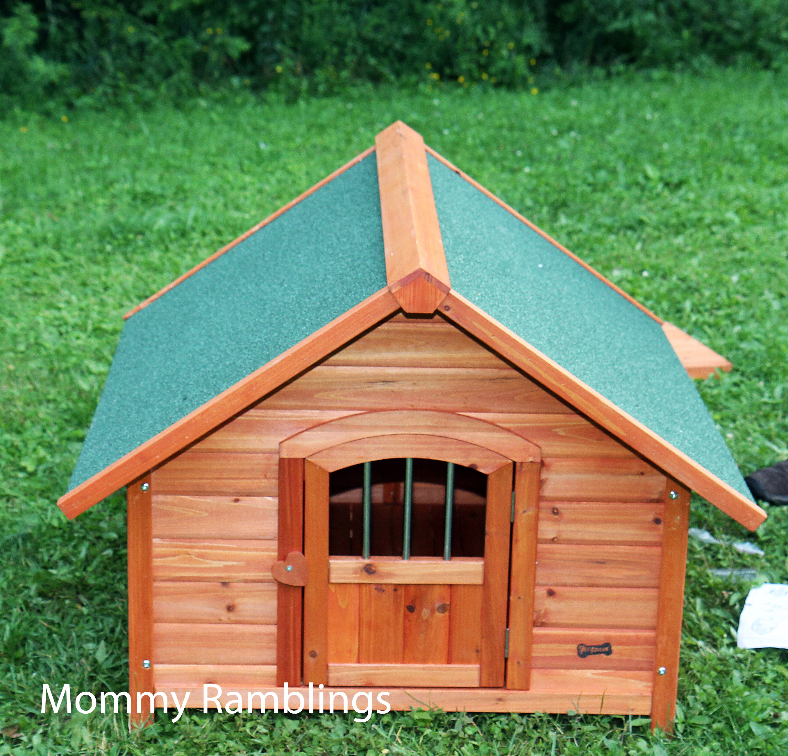 Pet Squeak 39 S Porch Pups Wood Dog House Review Mommy