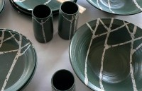 Maine Pottery Dinnerware & Thomson Pottery 16-Piece Mali ...