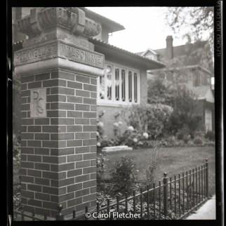 ravenswood gardens chicago corner brick wilson rockwell