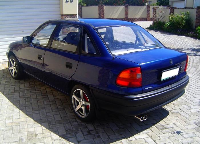 Kicker 10 Subwoofers Still_remains 1992 Opel Astra Specs, Photos, Modification