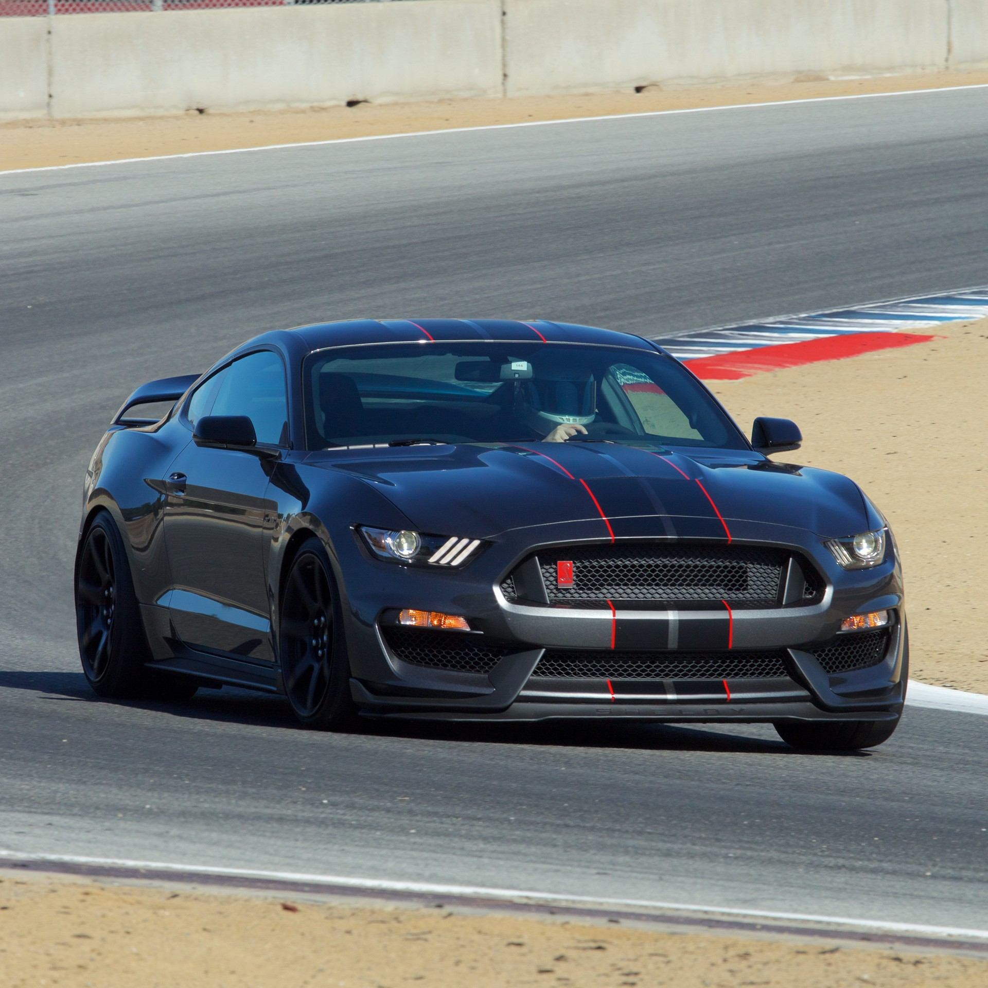 Ford Mustang Shelby Gt350r 2016 Ford Shelby Gt350 Mustang And 2016 Ford Shelby Gt350r
