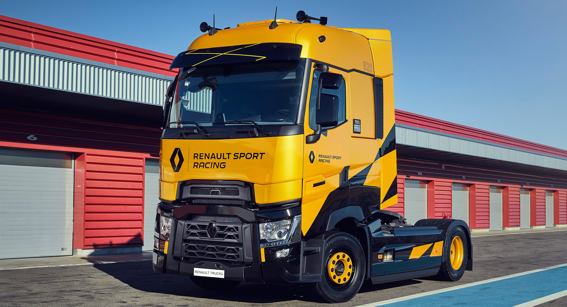 Renault T High Rs Racing Edition Is By No Means A Hot - Koffietafel Renault T