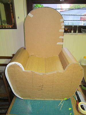 un fauteuil plus mignon en carton cartonrecup. Black Bedroom Furniture Sets. Home Design Ideas