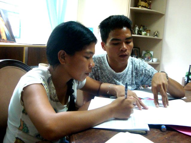 Higaonon teachers Mia Soriano and Naldo Laipan help each other in filling out the program assessment form at the Indigenous Peoples Apostolate office in Butuan City