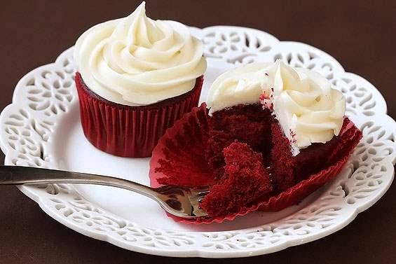 red-velvet-cupcakes-inside
