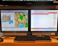 Enhanced 911 GPS Mapping Screen (left) -
