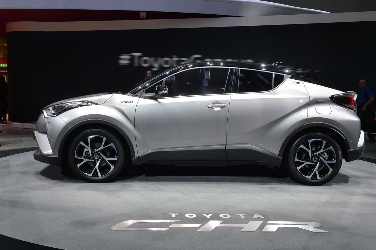 Toyota c hr revelado em genebra carzoom for Interieur toyota chr