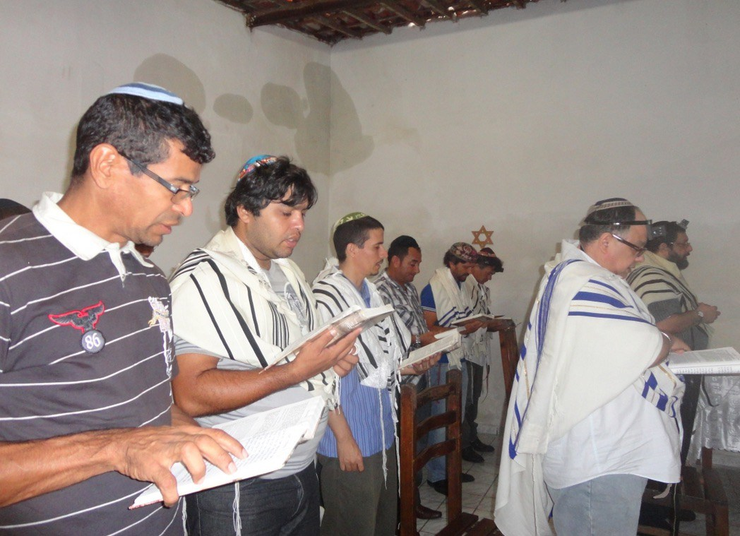 Shavei Israel envía libros a Brasil
