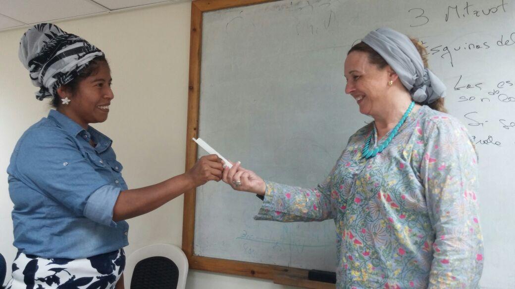 Estudiantes de Majón Miriam ganan mezuzot en una competencia