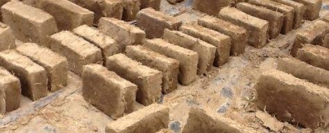 ladrillos de adobe, foto: catarina pinto, terrapalha.com