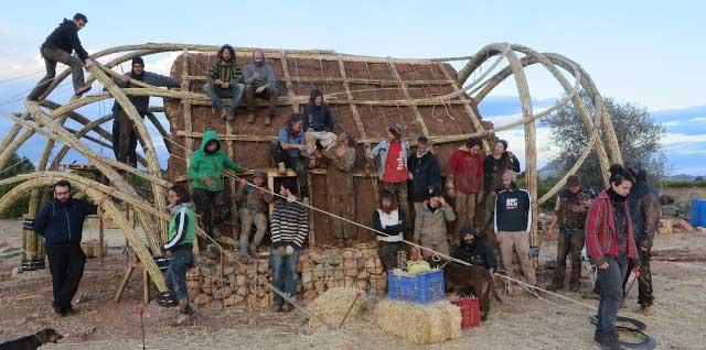 La Bóveda de Benidoleig, una experiencia inolvidable de bioconstrucción, cañas, paja y mucha convivencia