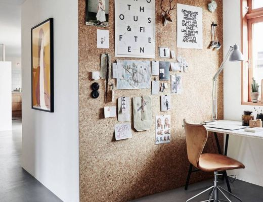 cork wall in home office / pared de corcho en oficina // casahaus.net