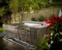 Jacuzzi jardines y un mundo de relax en tu patio.