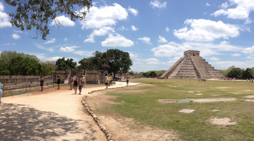 panoramic view of the Kukulkan's Pyramid (El Castillo)