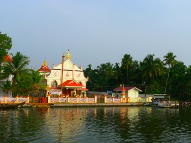 backwaters do kerala igreja