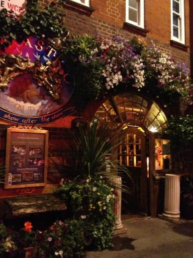 sarastro porta restaurantes em Londres de decoração peculiar