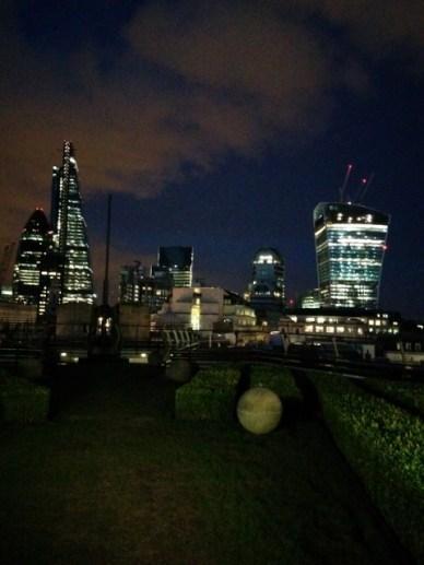 E é por isso que entra ano e sai ano, ele continua sendo um dos queridinhos e se mantem na posição um dos rooftops mais clássicos de Londres