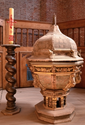 16th century baptismal font, Church of Saint Catherine, Gdanks, Poland; photographed on 22 August 2014 by 1bumer; swiped from Wikimedia Commons