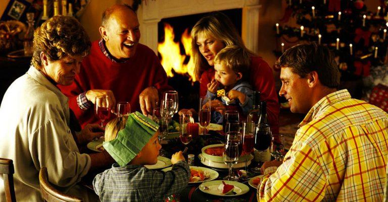 Cinco oraciones que no deben faltar en tu cena de navidad - Catoliscopio