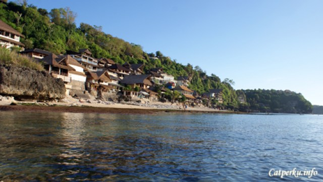 Pantai Terbaik Di Pulau Bali 3 : Pantai Bingin kettika air lau surut, cocok untuk berenang