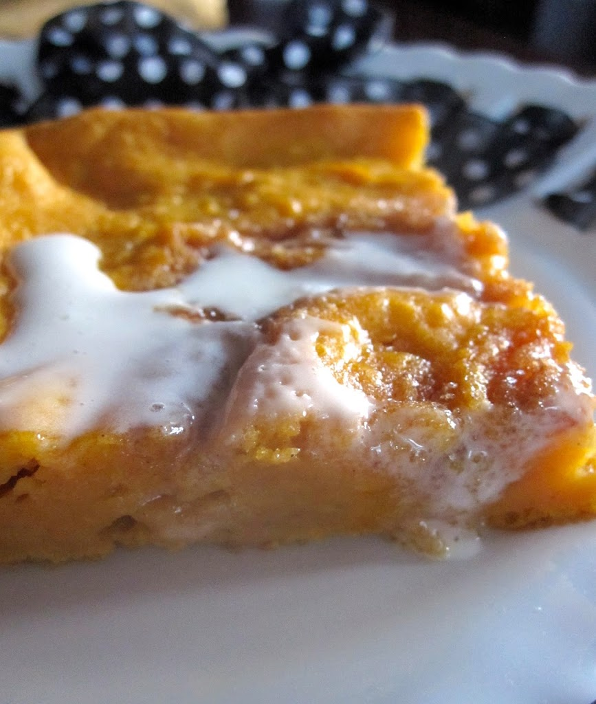 Cinnamon Roll Pumpkin Vanilla Sheet Cake - Catz in the Kitchen