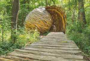 Installations artistiques au parc de Loriant (Montéléger)