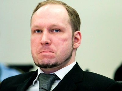 Shoe-thrower disrupts trial of Norway mass killer Anders Behring Breivik - crowd's first ...