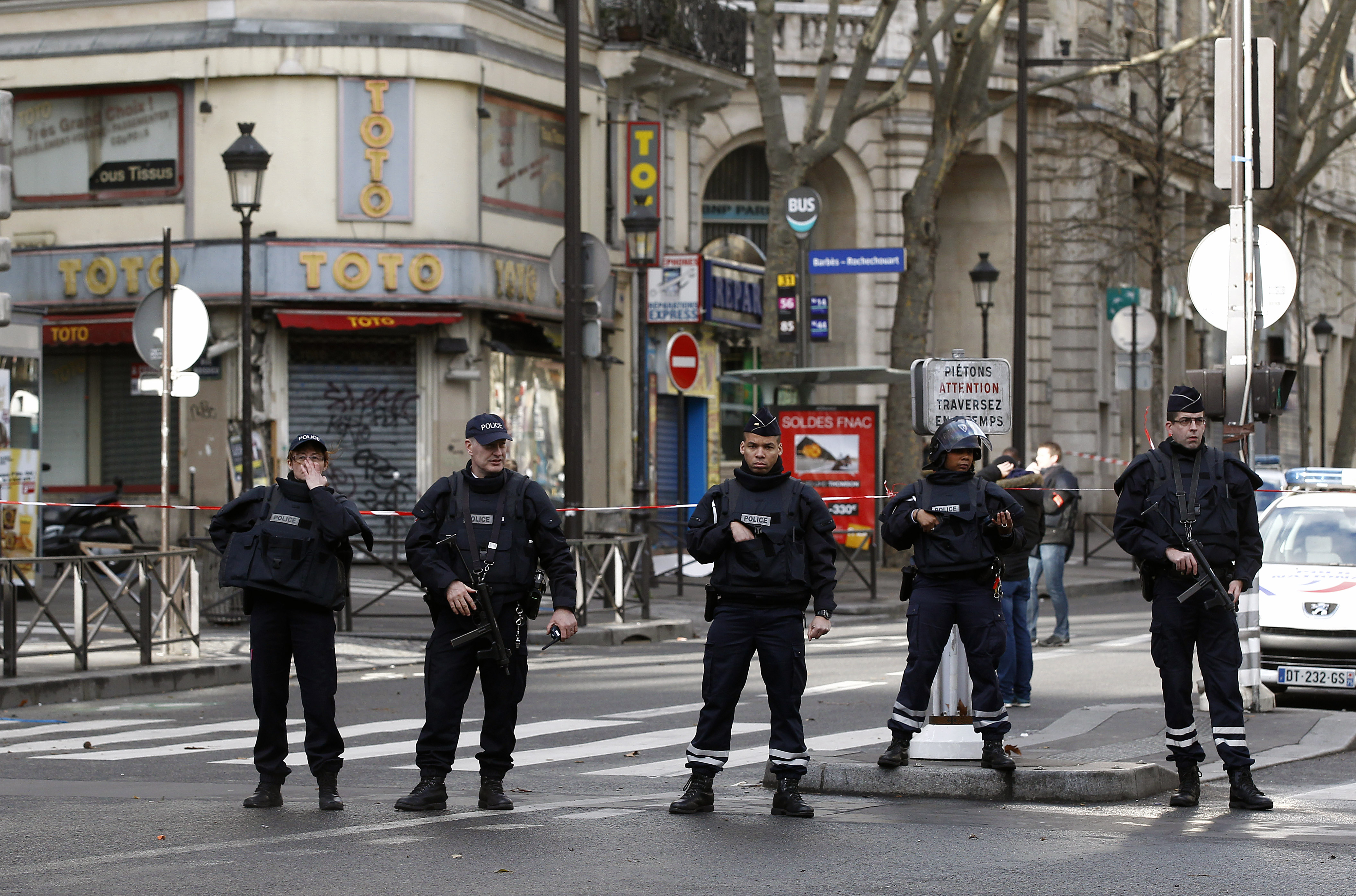 Soldes Paris 2016 4 Arrested In France Accused Of New Paris Attack Plot Cbs News
