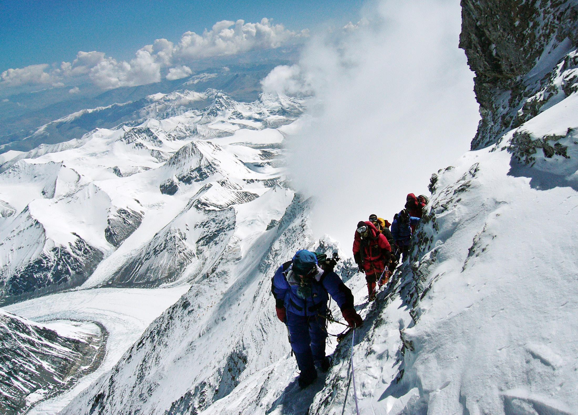 Snow Falling Desktop Wallpaper Mount Everest Deadly Everest Pictures Cbs News