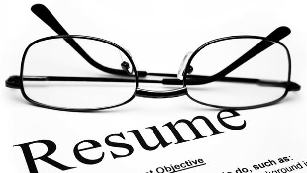 The number 1 thing that\u0027s wrong with your resume - CBS News