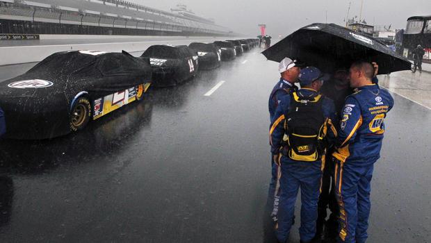 Fan dies, 9 others injured after lighting strikes Pocono Raceway
