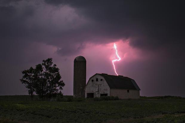 Las Vegas - Lightning strikes - Pictures - CBS News