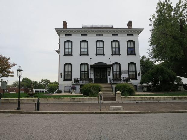 6 Of The Most Haunted Homes In The Us Cbs News