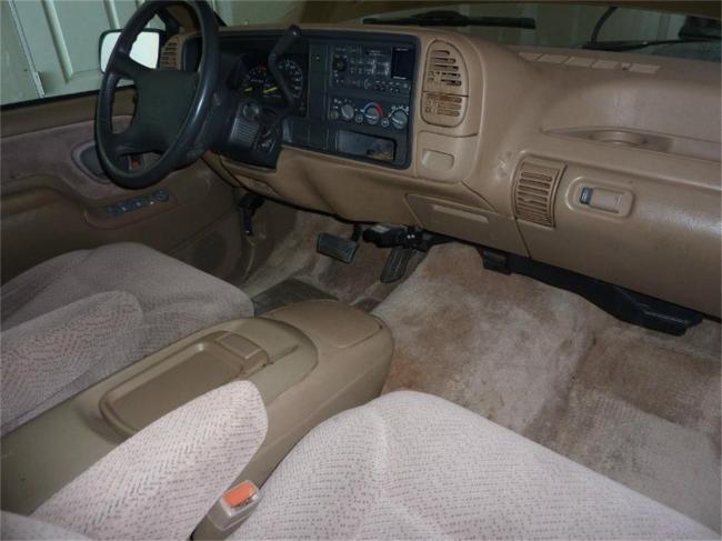 1995 GMC Suburban - Automatic (17)