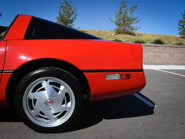 1989 Chevrolet Corvette - Chevrolet (27)