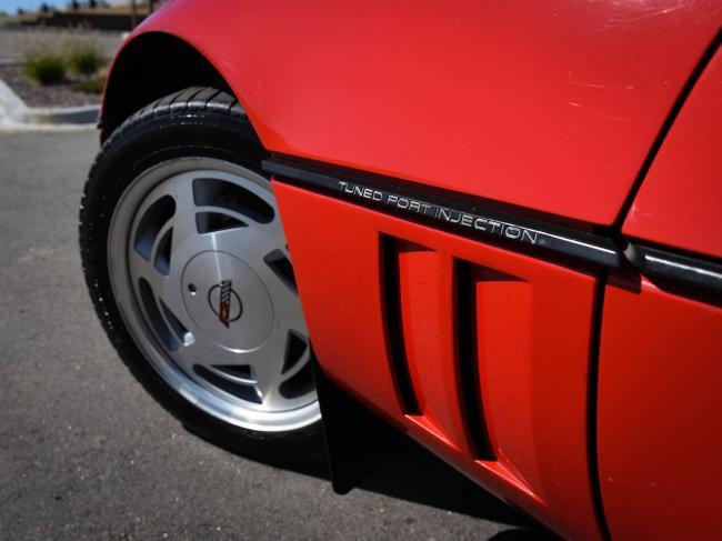 1989 Chevrolet Corvette - Automatic (34)
