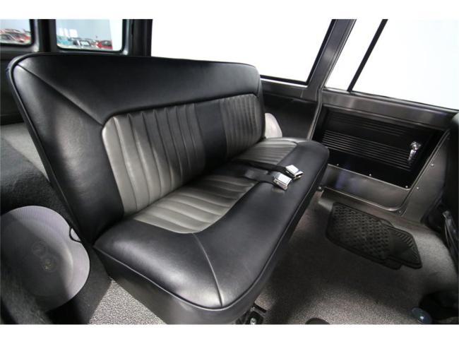 1967 Chevrolet Suburban - Chevrolet (39)