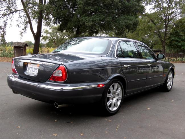 2004 Jaguar XJ8 - Automatic (8)