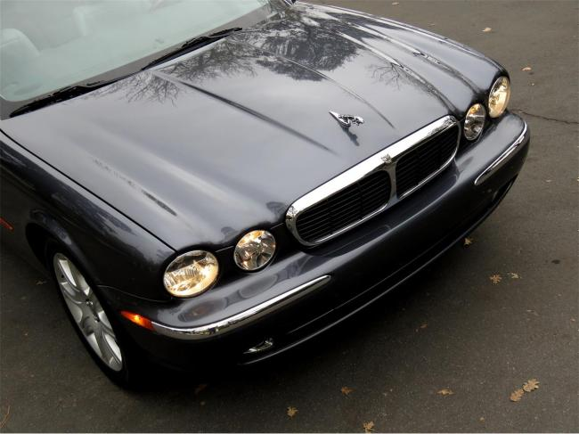 2004 Jaguar XJ8 - Automatic (38)