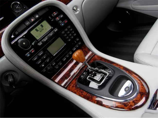 2004 Jaguar XJ8 - Jaguar (48)